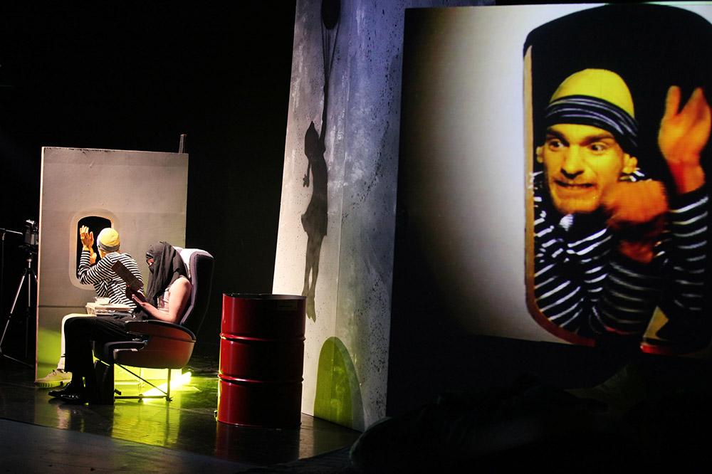 Buut de naderende dood, Theatervoorstelling